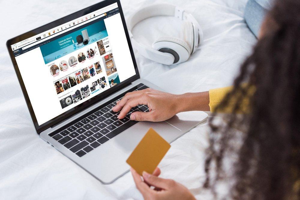 Abruf der Webseite von Amazon, Recherche nach Artikeln über Amazon