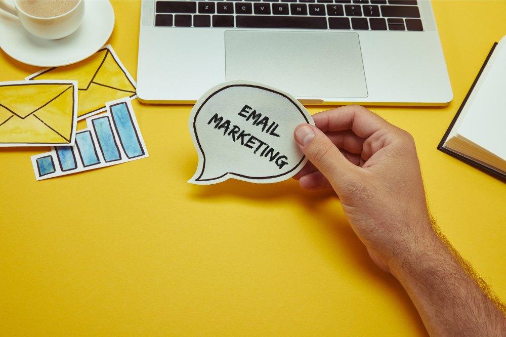 Buttle mit Beschriftung: Email Marketing
