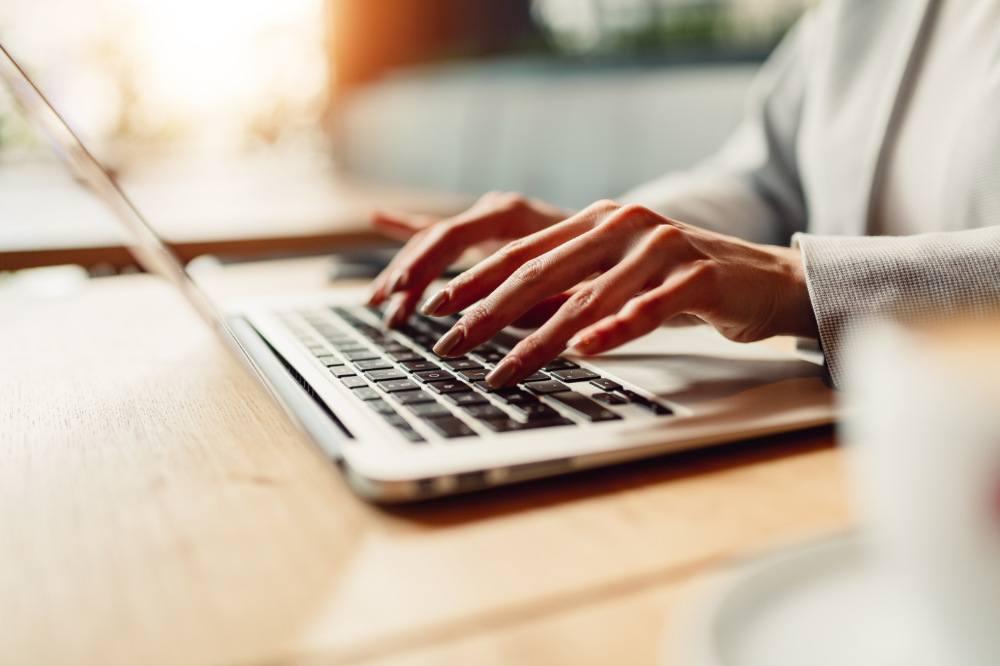 Business Frau, arbeitend am Notebook (exklusives Foto)