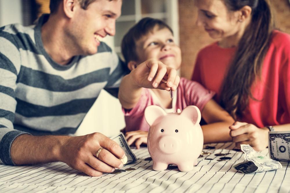 Kind verdient Geld für die Zukunft